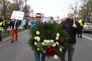 Jesteśmy tutaj, żeby zaprotestować przeciwko temu co jest planowane wobec energetyki wiatrowej w Polsce – mówił podczas manifestacji Wojciech Cetnarski, prezes PSEW.