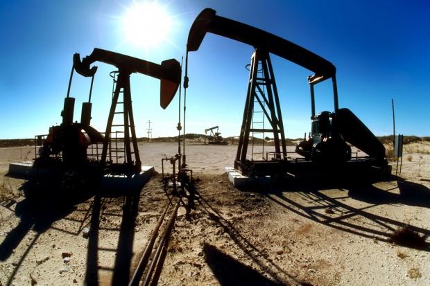 Ropa w USA zbliża się do poziomu 50 dol. za baryłkę