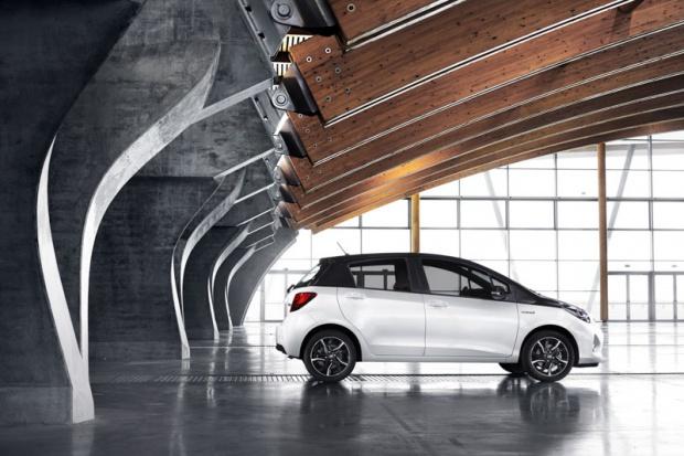 Co trzecia nowa Toyota w Europie to hybryda