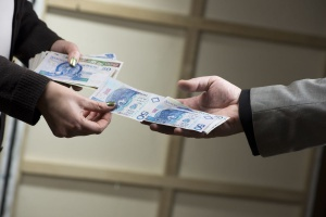 Presja płacowa daje znać o sobie. Wynagrodzenia Polaków rosną jak na drożdżach
