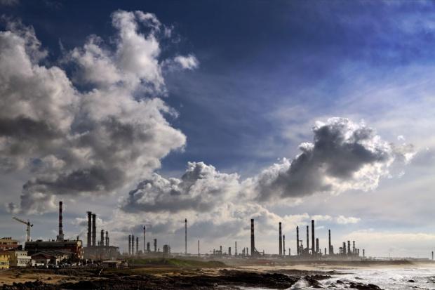 Rafinerie w Europie o jedną czwartą mniej konkurencyjne