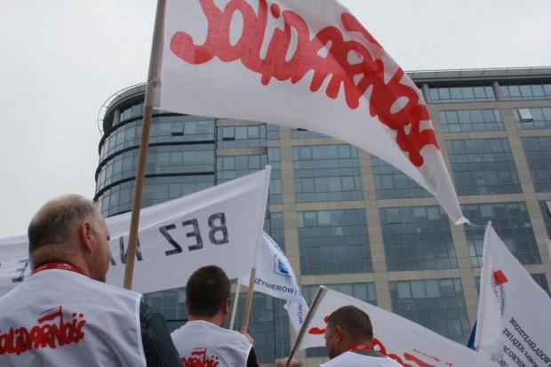 Solidarność: rząd uchyla się od dialogu w sektorze paliwowym