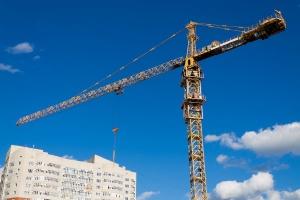 Budowa mieszkań przyspiesza, ale nie tak, jak rok temu