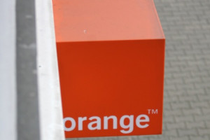 Orange: niższe przychody, więcej klientów usług mobilnych