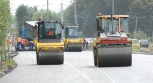 Eksperci: podwyżka opłaty paliwowej na drogi lokalne potrzebna, mimo kosztów