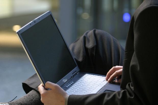 Prace społeczne karą za piractwo komputerowe