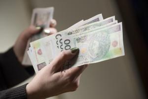 Polacy pewni swoich miejsc pracy i liczą na podwyżki
