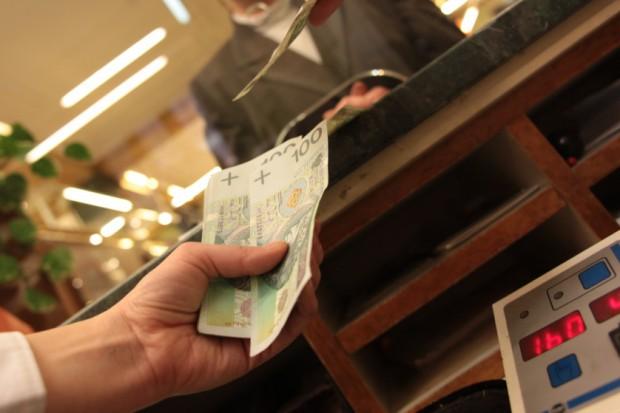 Polacy mniej zadowoleni z usług bankowych