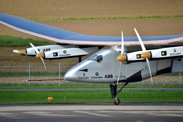 Solarny samolot zakończył lot nad Atlantykiem