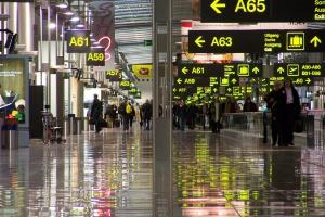 Chaos i długie kolejki na lotnisku w Brukseli
