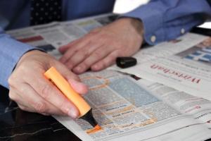 Bezrobocie znowu niższe. Przybywa ofert pracy