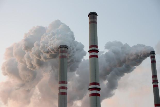 Przemysł narażony na nagły spadek liczby bezpłatnych uprawnień do emisji