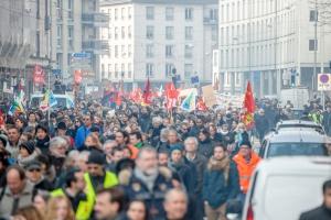 Francja. Reforma prawa pracy z pominięciem parlamentu
