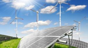 Rekordowe inwestycje w OZE na świecie. Elektrownie gazowe i węglowe daleko w tyle