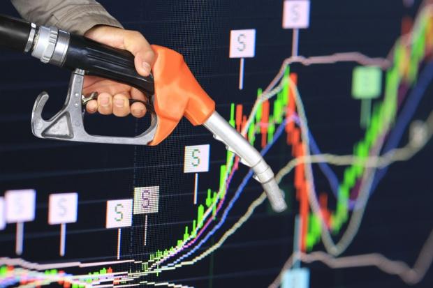 Od cenowego minimum ropa w USA zdrożała już o 75 proc.
