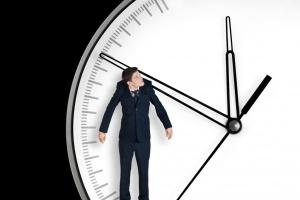 Polacy pracują średnio 45 godz. tygodniowo