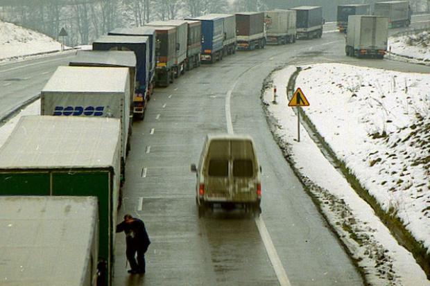 """Port Calais: Nie """"czy"""", ale jak długie będą korki do odpraw ciężarówek po brexicie"""