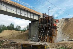 Wiadukty i mosty na Centralnej Magistrali Kolejowej w modernizacji