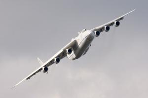 Kolejne loty handlowe największego samolotu transportowego na świecie