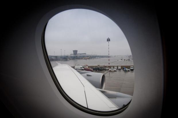 Mgła opóźnia samoloty na Lotnisku Chopina w Warszawie