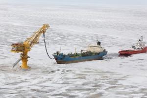 Pierwsze dostawy jamalskiej ropy morskim terminalem
