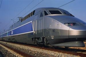 Francuzi tną koszty. Mniej TGV na torach