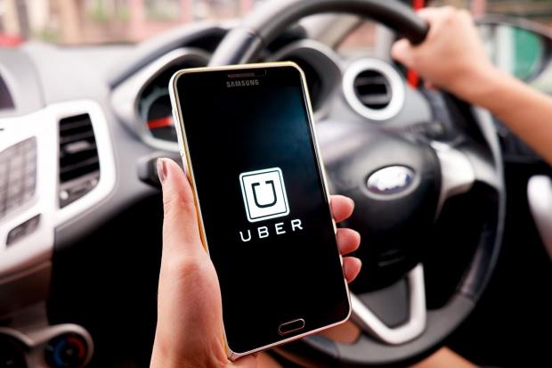 Nadchodzi obowiązek licencji dla kierowców Ubera w Polsce