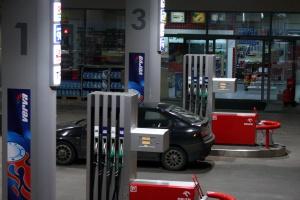 Największa firma paliwowa będzie sprzedawać cukierki