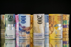 BIK: maleje liczba kredytów frankowych, ale rośnie zadłużenie Polaków