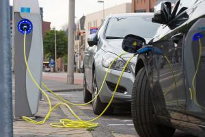 Rząd planuje milion aut elektrycznych na drogach już w 2025 r.