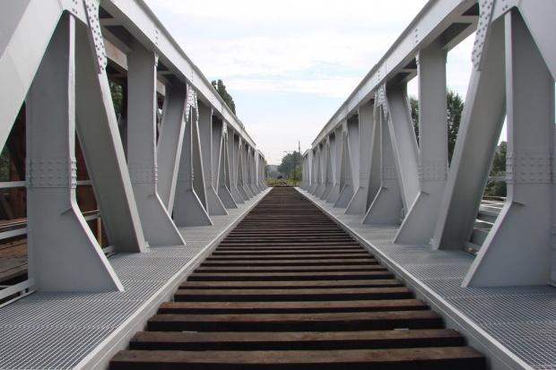 100 km/h po moście kolejowym koło Sieradza