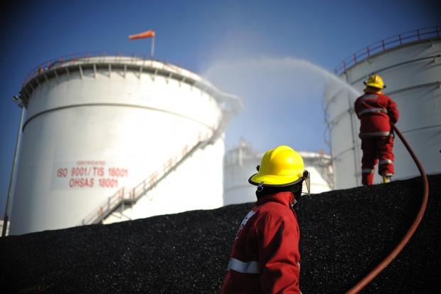 Ostra wyprzedaż ropy - surowiec stracił w dwa dni ponad 4 proc.