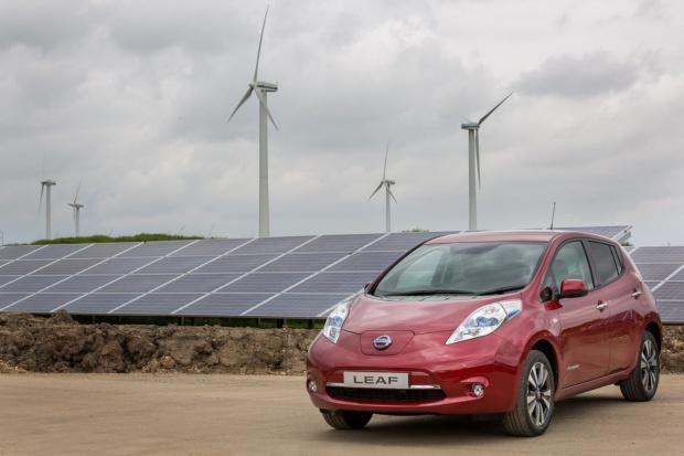 Nissan wykorzystuje energię słoneczną do produkcji samochodów