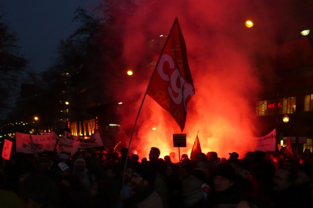 CGT zawiesza strajk w największym francuskim terminalu naftowym