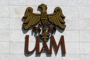 W Poznaniu powstał pierwszy na świecie, zasilany elektrycznie laser polimerowy