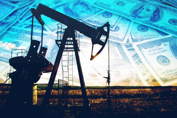 Ropa w USA lekko tanieje, ale cena może spaść do 20 USD, jeśli OPEC nie zadziała