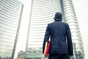 Firmy zatrudniają, ale i niestety zwalniają