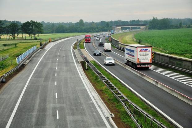 Przez ulewę zwężenie A4 w kierunku Katowic