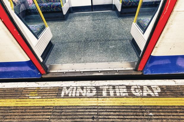 Ewakuacja londyńskiego metra w godzinach szczytu