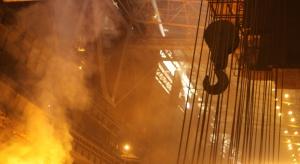 ArcelorMittal poprawia rentowność i zmniejsza dług