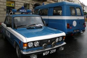 Polski Fiat 125p stał się od razu wizytówką PRL-owskiego przemysłu samochodowego. Samochody te służyły jako pojazdy milicyjne. Fot. Alina Zienowicz