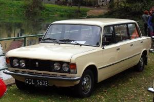 A tu jako limuzyna. Polski Fiat 125p tzw. jamnik. Fot. Artur Andrzej/wiimedia, licencja CC BY-SA 3.0