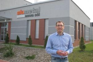 Główny akcjonariusz Alumetalu skupuje akcje