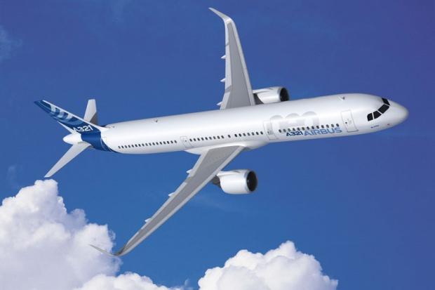 Awaryjne lądowanie pasażerskiego Airbusa w Rosji, są ranni