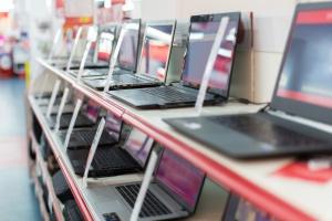 Sprzedaż komputerów stacjonarnych spadła w 2017 r. poniżej 100 mln sztuk