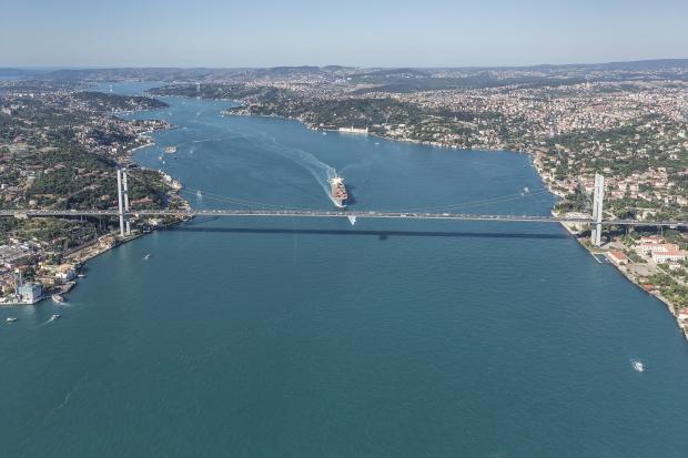 Tureckie władze morskie otworzyły cieśninę Bosfor dla ruchu tankowców