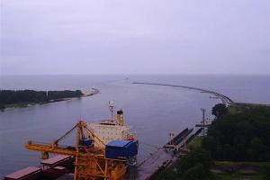W Świnoujściu pogłębiają tor wodny, port przyjmie większe statki