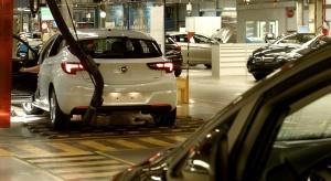 Załogi Opla i Fiata jadą na urlop. Zaczynają się przerwy remontowe w fabrykach [Wideo]