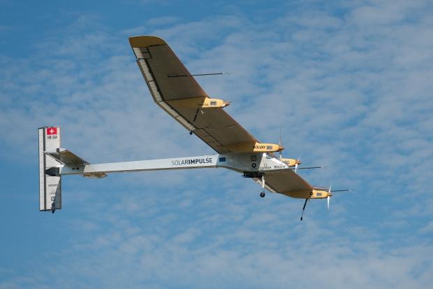Samolot o napędzie słonecznym zakończył pierwszy lot dookoła świata