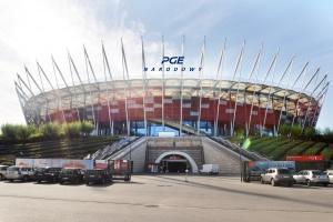 Nazwa PGE Narodowy na koronie stadionu w Warszawie